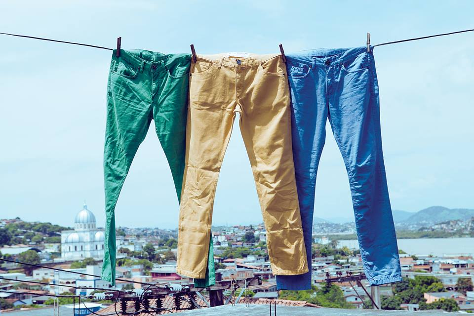 Como usar calça colorida masculina?