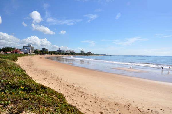 Foto da Praia dos Castelhanos, que fica no Espírito Santo