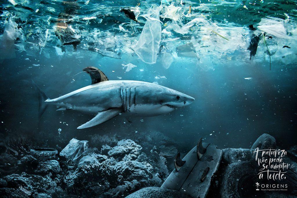 3D rendered illustration of light rays undersea.; Shutterstock ID 607754180; AP/Pedido de Compra: ; Cliente/Job: AAA; CNPJ do Pagador: ; Vencimento da NF & Observações: