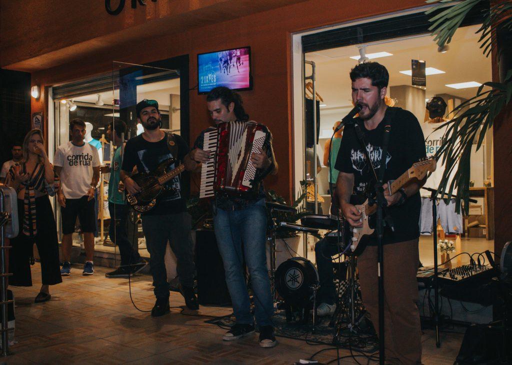 Vinicius Ayres Trio em evento na Origens.