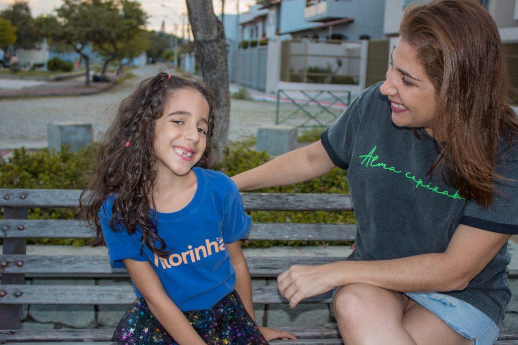 Flávia e Sofia em ensaio fotográfico para a marca capixaba Origens.